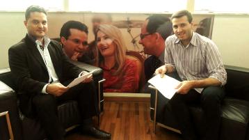 Moisés Lazarine e assessor do Deputado Estadual Cezinha da Madureira. Reunião com objetivo de obtenção de emenda parlamentar para a Santa Casa, de São Carlos.