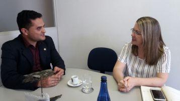 Moisés Lazarine com a primeira dama de São Carlos e diretora do Fundo Social de Solidariedade, Rosária Mazzini.