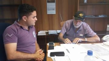 Moisés Lazarine em reunião com o prefeito Airton Garcia