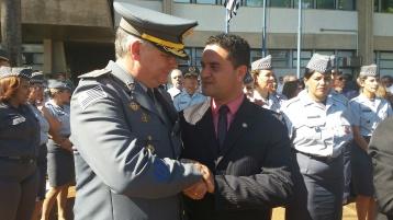 Moisés Lazarine cumprimento o Coronel Washington Luís Gonçalves Pestana que comandará o policiamento no interior
